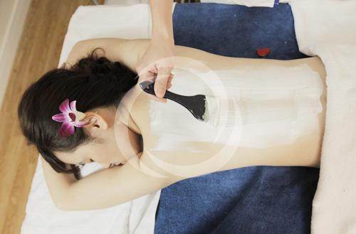 Tắm trắng bằng tinh chất sữa non và bùn khoáng giúp làm trắng da hiệu quả, an toàn