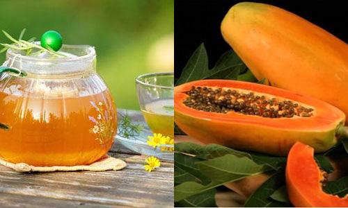 Đu đủ + mật ong tạo thành kem bôi trắng da tự nhiên