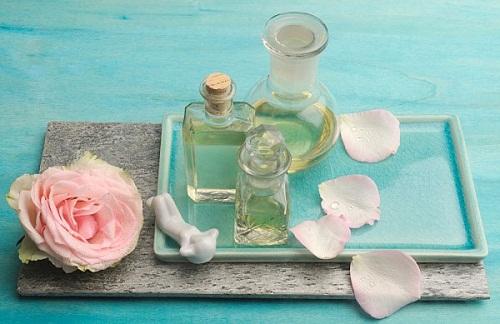Nước hoa hồng không thể thiếu trong bộ kem dưỡng trắng da cho nam