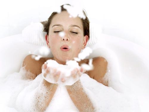 Sử dụng sản phẩm tắm trắng tại, tiện lợi, rẻ đẹp