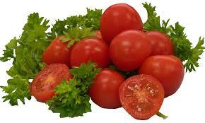 Làm kem trị mụn trắng da với cà chua và rau mùi rất đơn giản mà công hiệu