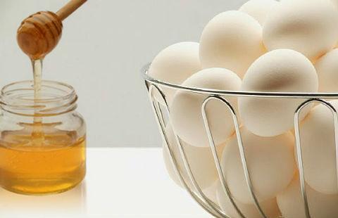 Công thức làm trắng da với mật ong và trứng gà