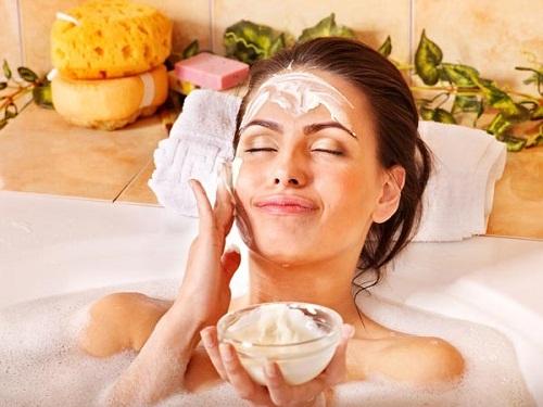 Liệu pháp tắm trắng hiệu quả, an toàn hơn sử dụng kem dưỡng thể trắng da