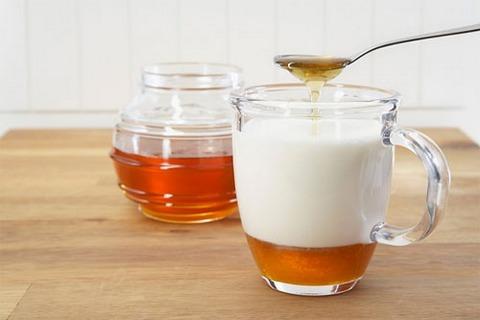 Kem dưỡng trắng da toàn thân từ mật ong và sữa chua
