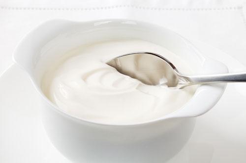 Kem dưỡng trắng da mặt hiệu quả nhất từ sữa chua