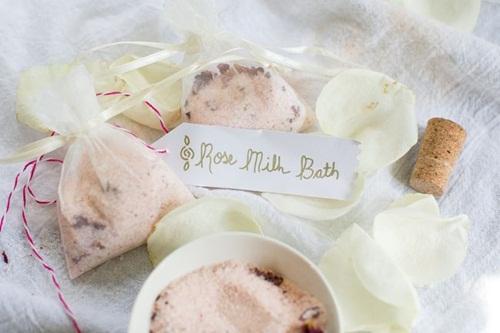 Sữa tắm trắng da hiệu quả từ hoa hồng