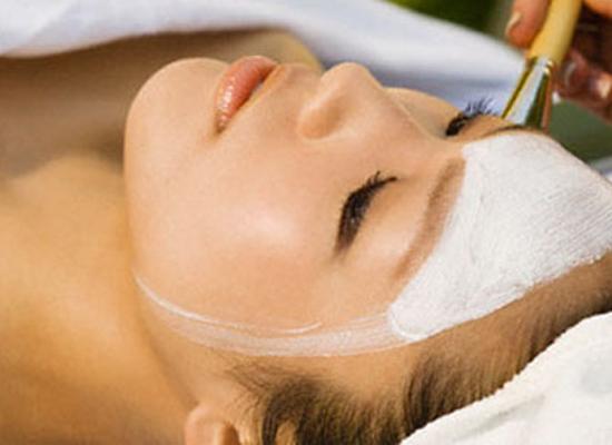Kem tẩy trắng da mặt có thể gây rắc rối cho làn da nhạy cảm của bạn