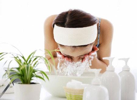 Nước vo gạo có thể dùng để rửa mặt hàng ngày