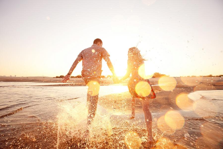 Couple-on-the-Beach