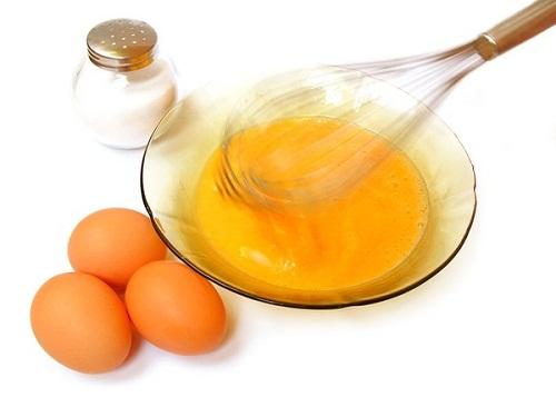 Làm trắng da hiệu quả với đậu đỏ và trứng