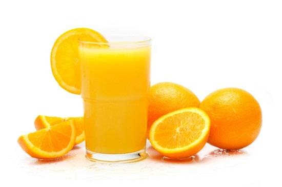 Tắm trắng hiệu quả bằng sinh tố cam